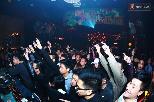 Khán giả Hà Nội hoài niệm trong đêm nhạc Deep House bay bổng cùng DJ Ahmet Kilic - Ảnh 15.