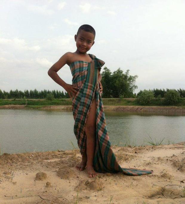 Cậu bé bỗng nổi tiếng khắp Thái Lan vì phong cách thời trang tự chế chẳng giống ai - Ảnh 13.