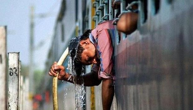 Chùm ảnh: Những hình ảnh nắng nóng khủng khiếp chỉ có ở Ấn Độ - Ảnh 19.