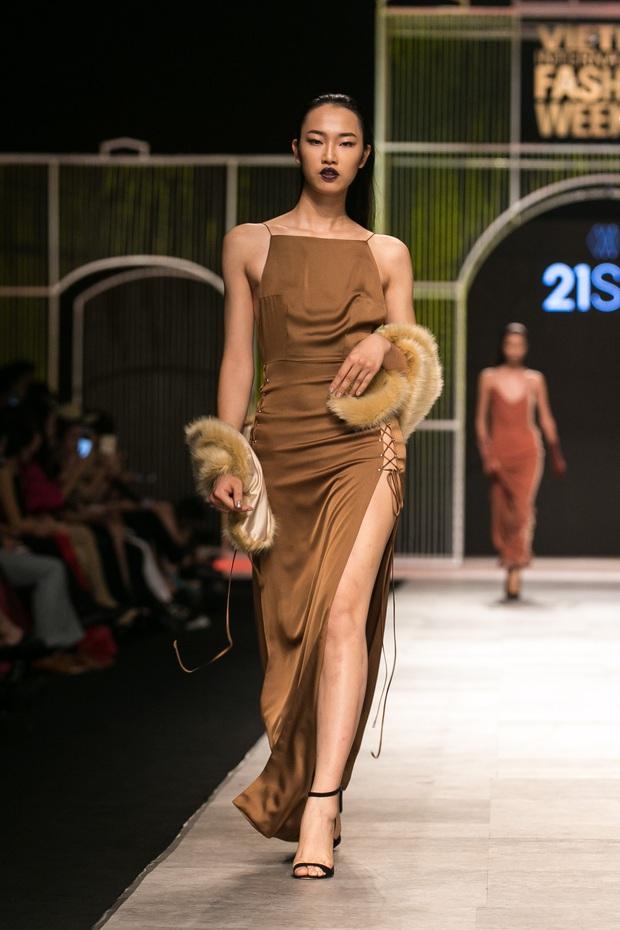 Phí Phương Anh lại xuất hiện trên sàn diễn thời trang, đọ trình catwalk cùng đàn chị - Ảnh 32.