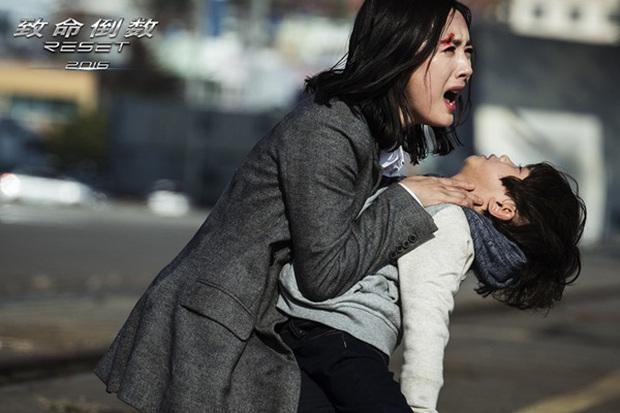 Triệu Lệ Dĩnh cưỡng hôn Trương Hàn trong khi Hoắc Kiến Hoa bê bết máu - Ảnh 13.