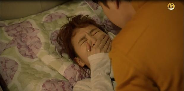 """""""Cheese In The Trap"""": Bấn loạn trước nụ hôn """"hụt"""" trên giường của Park Hae Jin - Ảnh 5."""