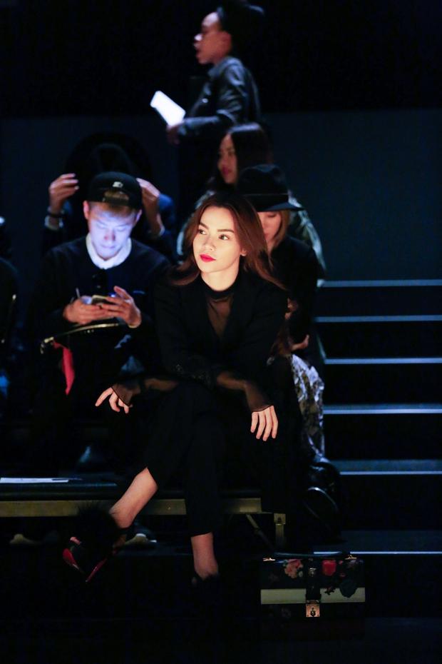 Hà Hồ diện cây đen đến ủng hộ Công Trí tại Tokyo Fashion Week - Ảnh 5.