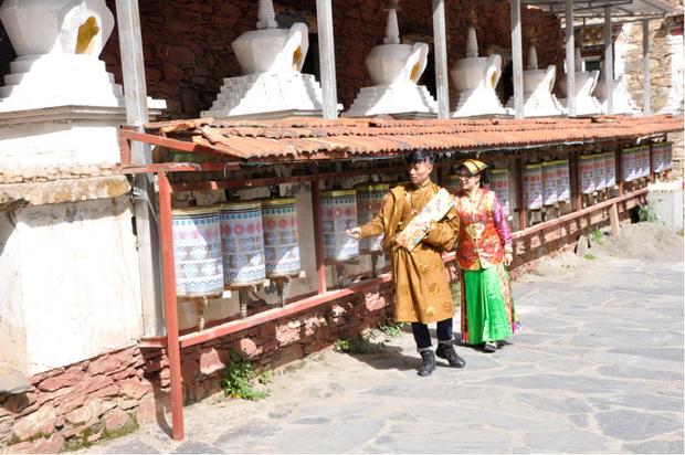 Cặp đôi trẻ cùng xin nghỉ việc để có thời gian đi chụp ảnh cưới vòng quanh Trung Quốc - Ảnh 7.