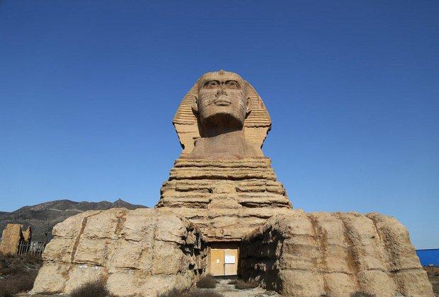 Dưới sức ép của người Ai Cập, Trung Quốc bị buộc tháo dỡ tượng nhân sư nhái khổng lồ - Ảnh 2.