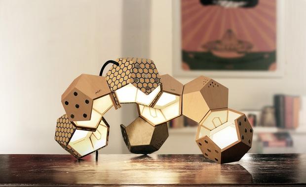 Chùm đèn tổ ong kết nối bằng nam châm không cần dây điện - Ảnh 2.