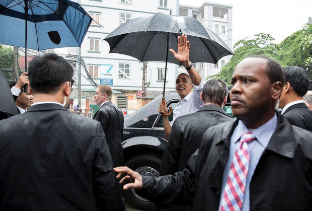 Những hình ảnh ấn tượng nhất của Tổng thống Obama trong 3 ngày ở Việt Nam - Ảnh 6.
