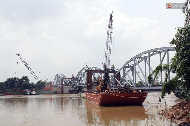 Cầu Ghềnh sắp nối nhịp đôi bờ, đường sắt Bắc Nam chuẩn bị thông tuyến - Ảnh 5.