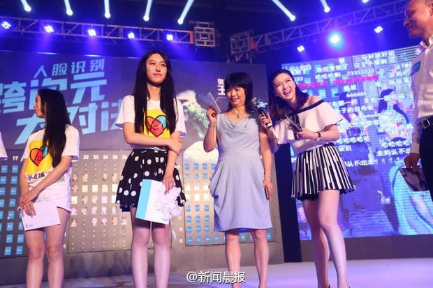 Cuộc thi Nhận mặt hot girl ở Trung Quốc: Mẹ đẻ còn nhận nhầm con gái - Ảnh 10.