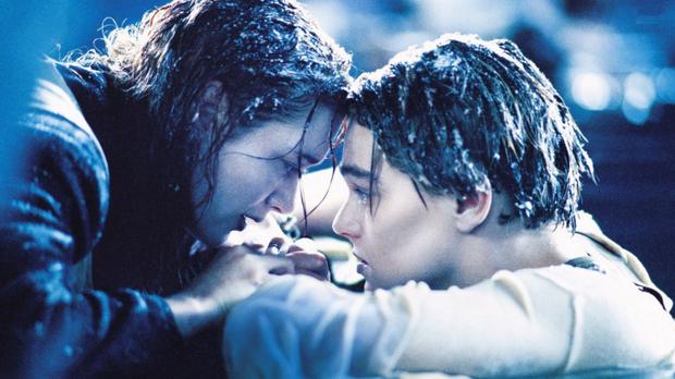 Titanic phiên bản đời thực: Cụ ông buộc vợ vào thân cây, mặc cho bản thân bị nước lũ cuốn trôi - Ảnh 5.