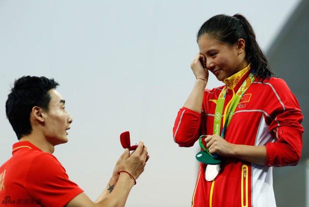 Nữ VĐV Trung Quốc xinh đẹp bật khóc khi được cầu hôn trên sàn đấu Olympic 2016 - Ảnh 5.