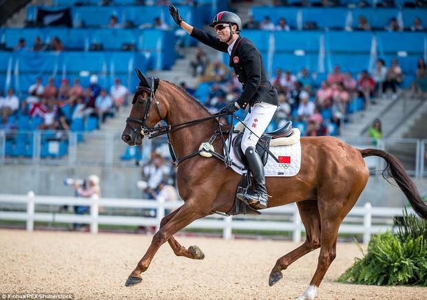 """Trai đẹp """"vạn người mê"""" từ bỏ nước Anh sang thi đấu cho đội đua ngựa Trung Quốc - Ảnh 5."""