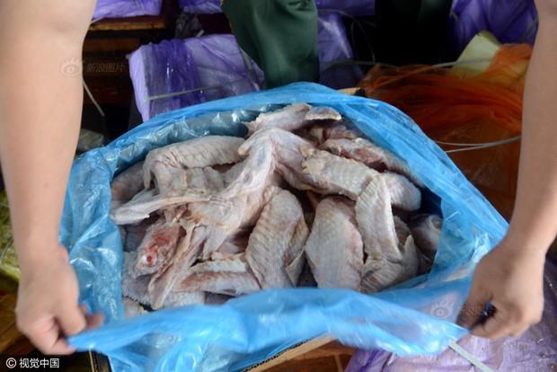 Cảnh sát Trung Quốc thu giữ gần 200 tấn thực phẩm đông lạnh bẩn ở khu vực biên giới - Ảnh 8.