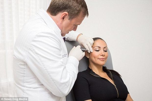 Để chứng minh y thuật cao siêu của chồng, người vợ không ngại ngần phẫu thuật thẩm mỹ vô số lần - Ảnh 2.