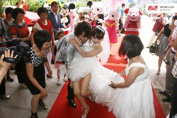 Những đám cưới toàn vàng ròng ở Trung Quốc luôn khiến người ta phải choáng ngợp - Ảnh 5.
