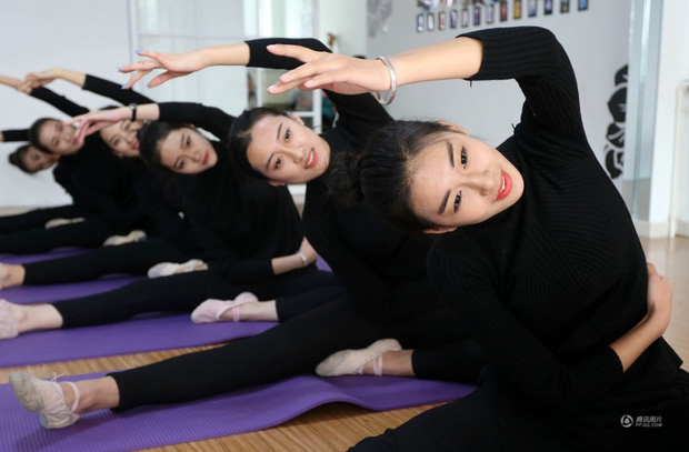 Những cô gái chân dài tất bật chuẩn bị cho kỳ thi tuyển sinh vào các trường nghệ thuật - Ảnh 5.