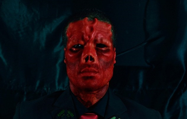 Chi gần 800 triệu để tự biến mình thành bản sao của Red Skull - Ảnh 6.