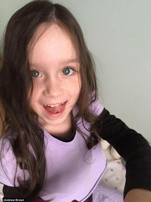 Phép màu đã đến với bé gái 7 tuổi bị ung thư trong bức ảnh sợi lông mi cuối cùng - Ảnh 5.