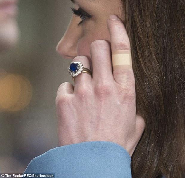 Có một điểm đặc biệt trên đôi tay Công nương Kate mà không phải ai cũng nhận ra - Ảnh 4.