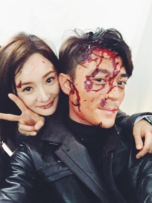 Triệu Lệ Dĩnh cưỡng hôn Trương Hàn trong khi Hoắc Kiến Hoa bê bết máu - Ảnh 14.
