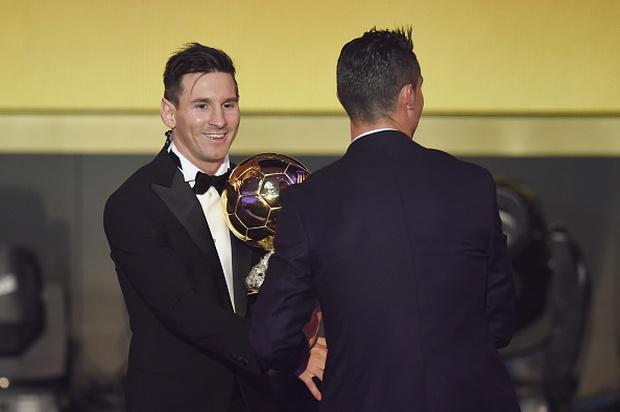 Ronaldo bất ngờ đòi tiền Neymar và Messi - Ảnh 4.