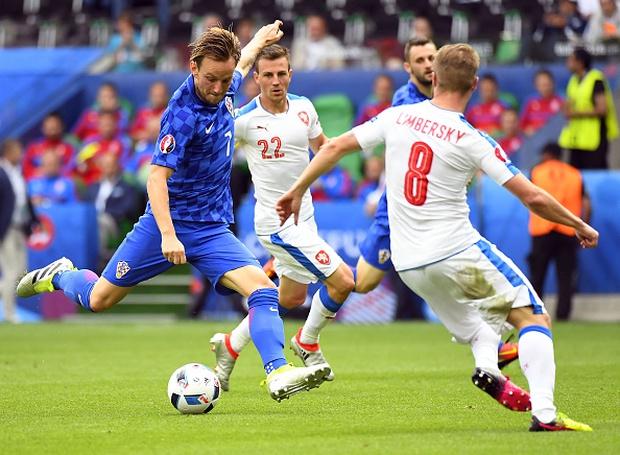 CH Czech 2-2 Croatia: Kịch tính tới phút chót - Ảnh 3.