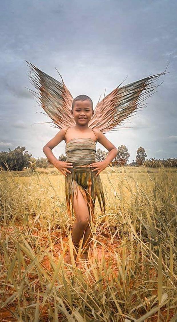 Cậu bé bỗng nổi tiếng khắp Thái Lan vì phong cách thời trang tự chế chẳng giống ai - Ảnh 1.