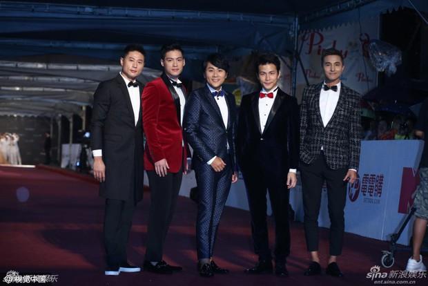 Dàn mỹ nhân xứ Đài váy áo lộng lẫy, đọ sắc tại thảm đỏ Kim Chung lần thứ 51 - Ảnh 1.