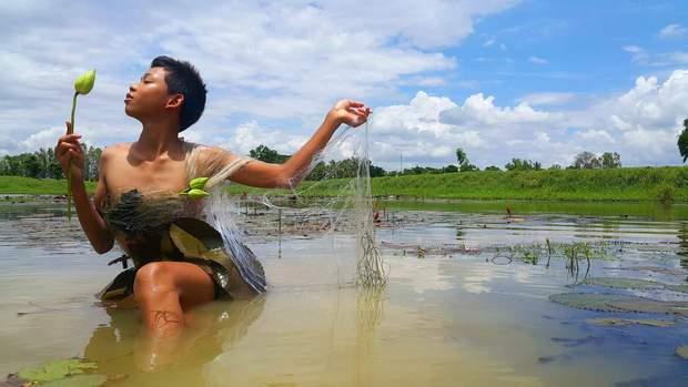 Cậu bé bỗng nổi tiếng khắp Thái Lan vì phong cách thời trang tự chế chẳng giống ai - Ảnh 3.