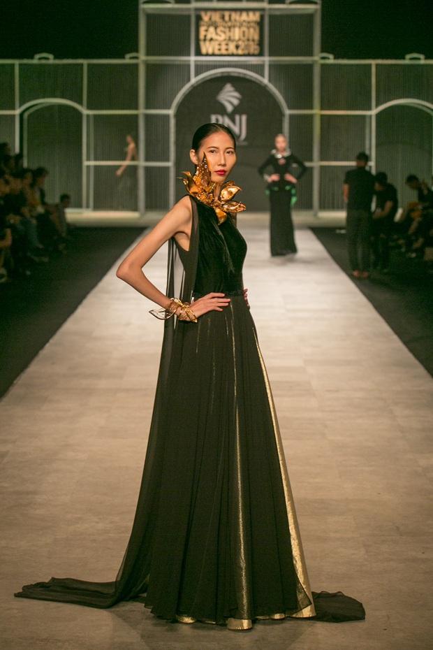 Vietnam International Fashion Week Thu Đông 2016: Nơi linh hồn Việt được thăng hoa - Ảnh 26.