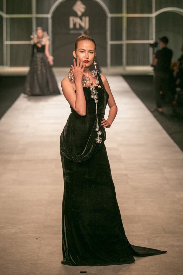 Vietnam International Fashion Week Thu Đông 2016: Nơi linh hồn Việt được thăng hoa - Ảnh 24.