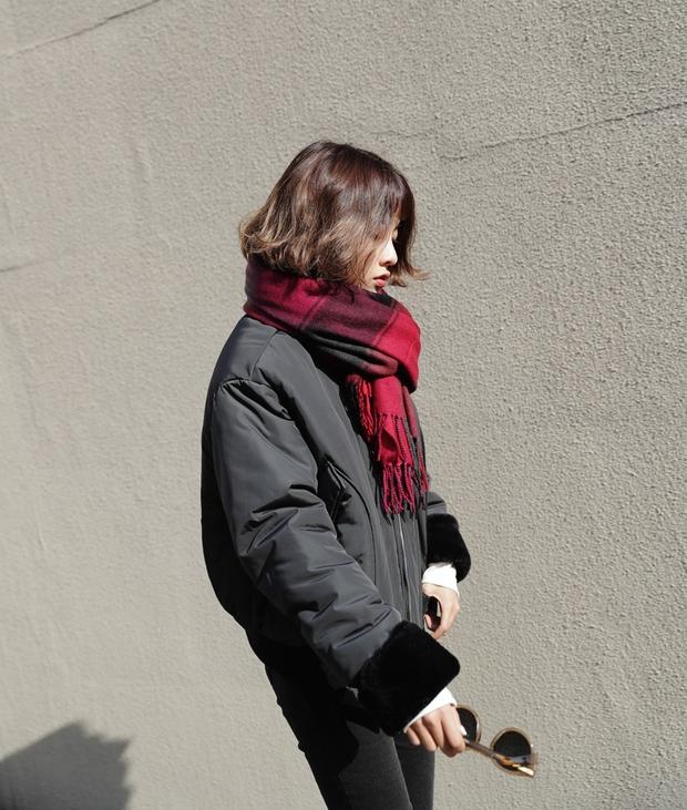 5 công thức giúp bạn nằm lòng cách mix bomber jacket dày cho ngày lạnh - Ảnh 21.