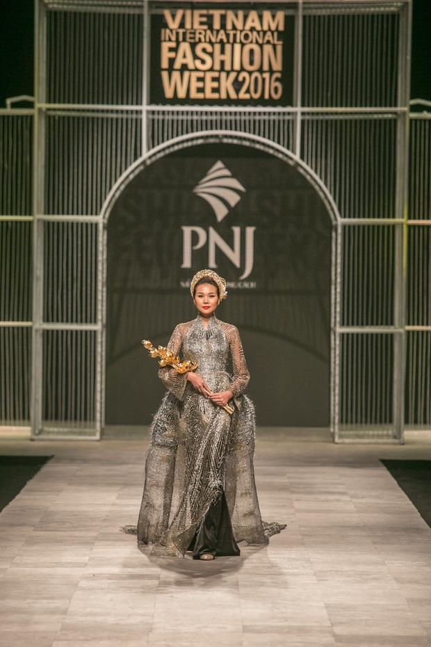 Vietnam International Fashion Week Thu Đông 2016: Nơi linh hồn Việt được thăng hoa - Ảnh 22.