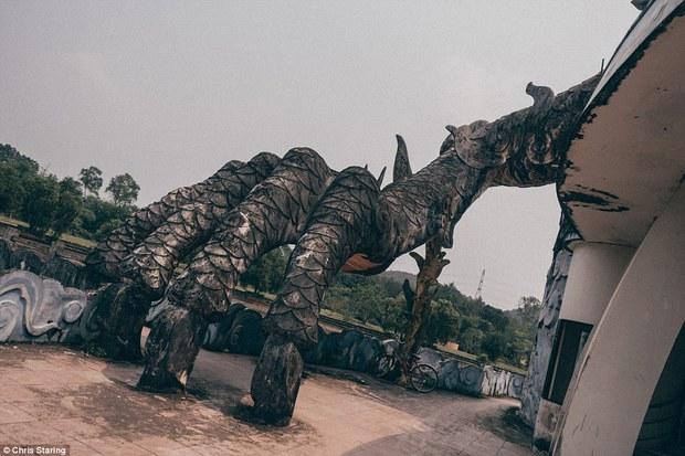 Thêm những hình ảnh rùng rợn của công viên nước bỏ hoang tại Việt Nam lên báo nước ngoài - Ảnh 8.