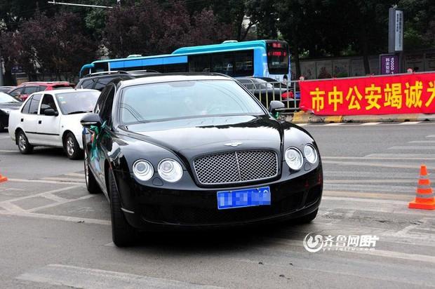 Dàn siêu xe chưa kịp tiếp sức mùa thi đã bị cảnh sát đuổi đi chỗ khác - Ảnh 6.
