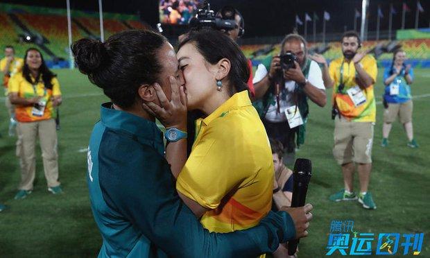 Những khoảnh khắc ngọt ngào và xúc động trên sàn đấu Olympic - Ảnh 6.