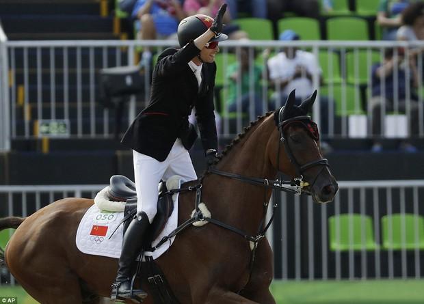 """Trai đẹp """"vạn người mê"""" từ bỏ nước Anh sang thi đấu cho đội đua ngựa Trung Quốc - Ảnh 8."""