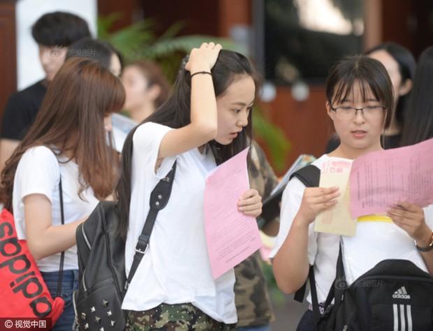 Những nữ sinh xinh đẹp trong ngày báo danh ở lò đào tạo minh tinh hàng đầu Trung Quốc - Ảnh 14.