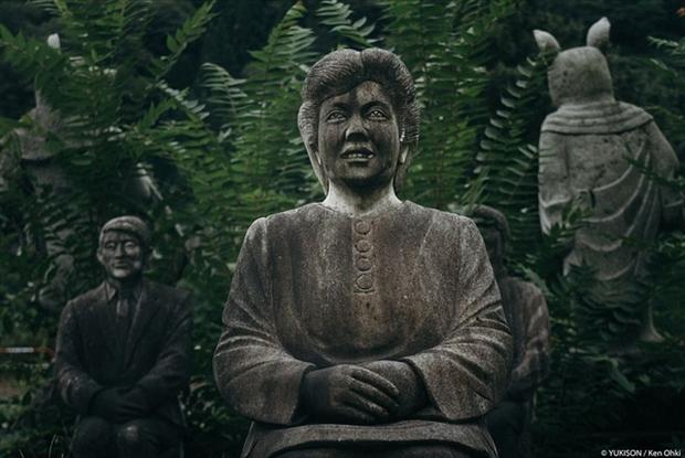 Nỗi ám ảnh từ những bức tượng biết đi tại công viên ma Nhật Bản - Ảnh 7.