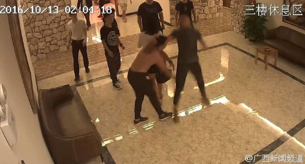 Mây mưa ầm ĩ, cặp đôi Trung Quốc bị đánh đuổi ra khỏi khách sạn - Ảnh 3.