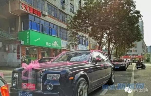 Đám cưới nhà giàu toàn Rolls-Royce siêu sang, cô dâu cổ đeo trĩu vàng - Ảnh 6.