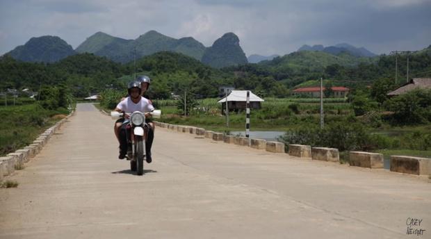 The Vietnam Notebook: Chuyến du ngoạn thú vị của hai cha con người Mỹ không biết mẩu tiếng Việt nào - Ảnh 8.