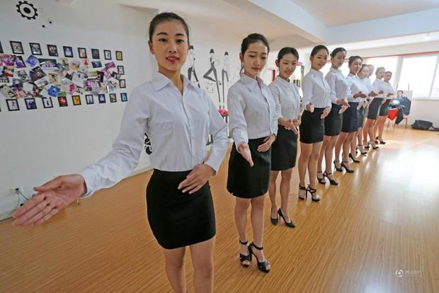 Những cô gái chân dài tất bật chuẩn bị cho kỳ thi tuyển sinh vào các trường nghệ thuật - Ảnh 6.