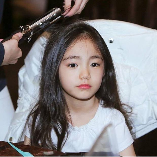 Chân dung cô bé Hàn Quốc xinh đẹp đến mức có thể khiến trái tim bạn tan chảy - Ảnh 1.