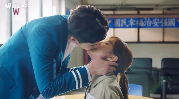 Đêm Giáng Sinh, cùng ngắm 10 nụ hôn của màn ảnh Hàn năm 2016 từng khiến bạn rung rinh - Ảnh 9.