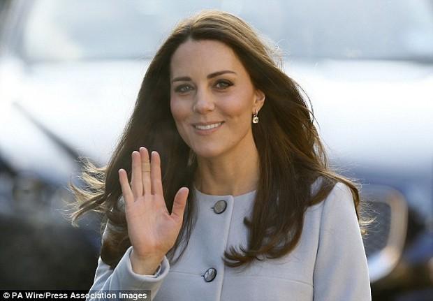 Có một điểm đặc biệt trên đôi tay Công nương Kate mà không phải ai cũng nhận ra - Ảnh 3.