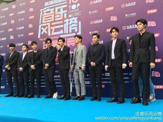 Dàn sao hot nhất Hoa - Hàn hội ngộ tại thảm xanh Chinese Top Music Awards - Ảnh 6.