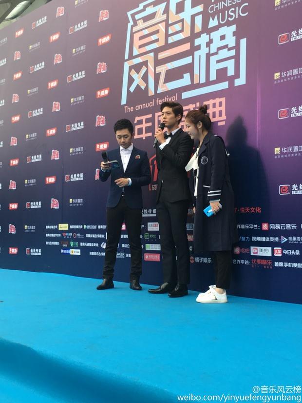 Dàn sao hot nhất Hoa - Hàn hội ngộ tại thảm xanh Chinese Top Music Awards - Ảnh 21.