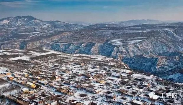 Ngôi làng kỳ lạ nhất Trung Quốc: Toàn bộ người dân đều sống dưới lòng đất - Ảnh 1.