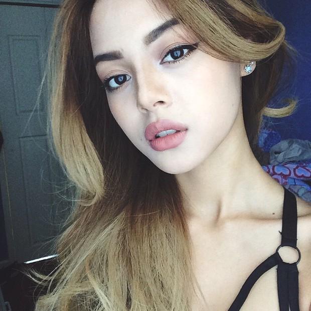 Hành trình thay đổi nhan sắc ngoạn mục của hot girl môi tều Lily Maymac - Ảnh 8.